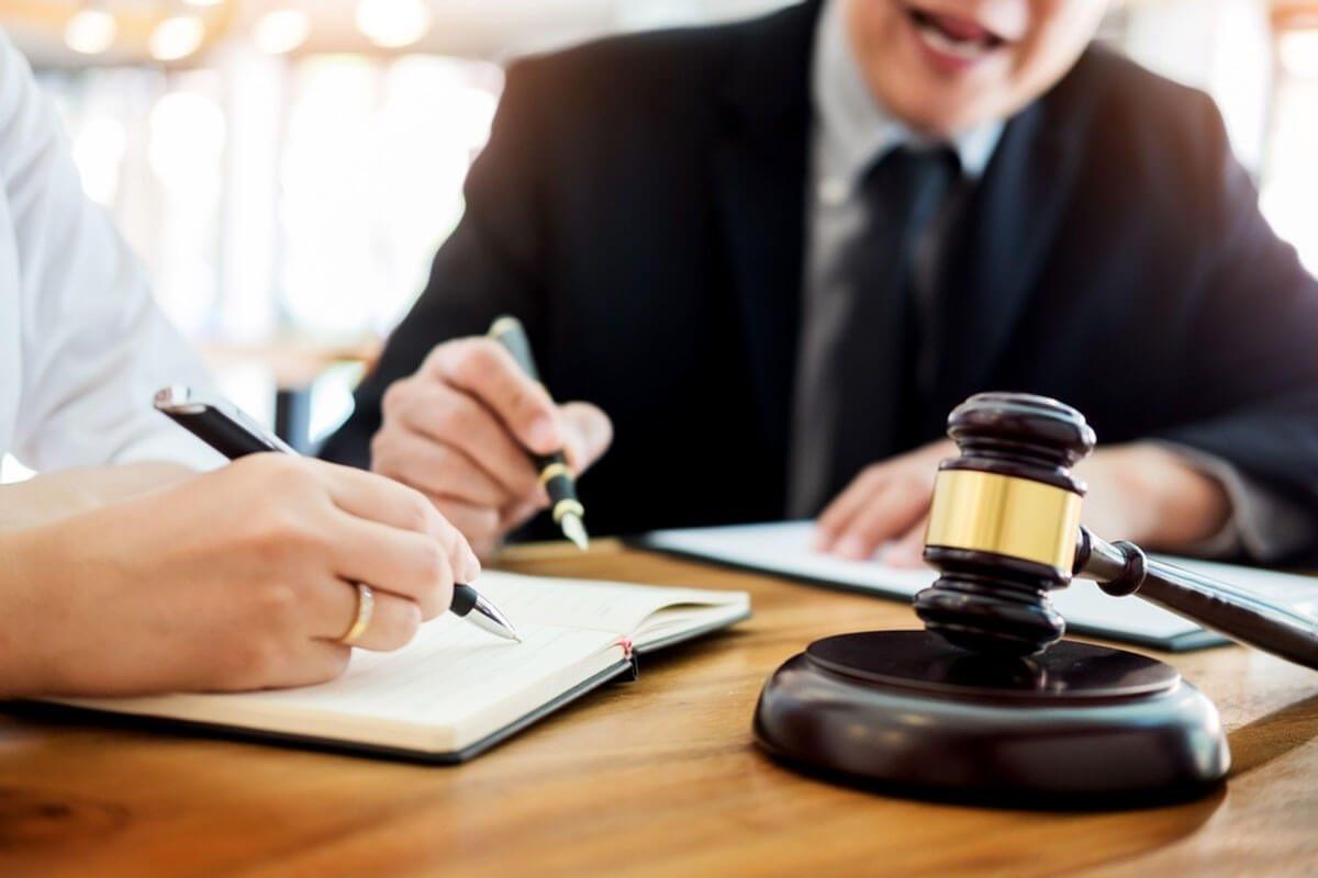 قاضی بازنشسته دیوان عدالت اداری